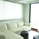 จำหน่ายม่านปรับแสงช่วยลดความร้อนและกันแสงแดดเข้ามารบกวนภายในห้อง